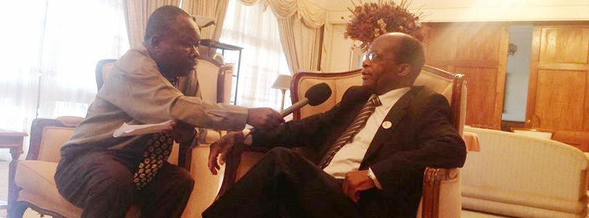 Photo: Tenthani Interviewing Fomer Leader of opposition John Ungapake Tembo. Henry M./The AfricaPaper