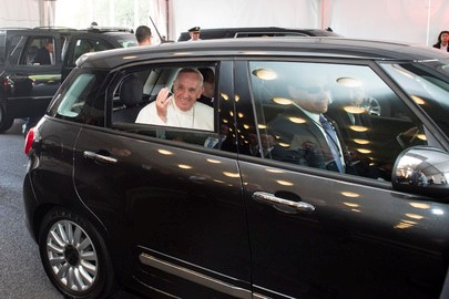 Pope Francis departs UN Headquarters. Photo: The AfricaPaper/Alie Sheriff