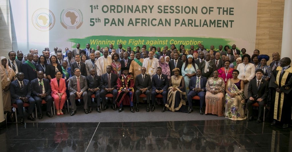 President Kagame and President of Pan-African Parliament pose with Members of the continental African Union. Photo: Anthony A. K. Kamara / The AfricaPaper